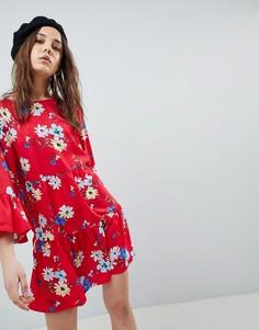 Платье с оборками и цветочным принтом QED London - Красный