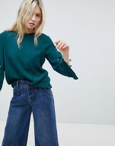 Топ с вышивкой на рукаве Minimum - Зеленый