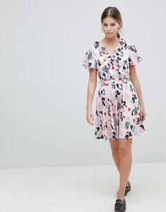 Короткое приталенное платье с поясом и лиственным принтом Uttam Boutique - Синий