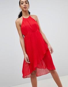 Плиссированное платье миди с халтером Missguided - Красный