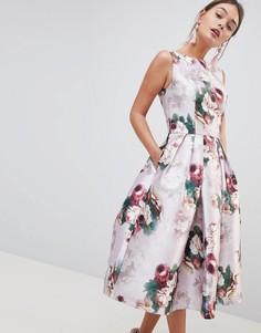 Платье миди с цветочным принтом Chi Chi London - Розовый