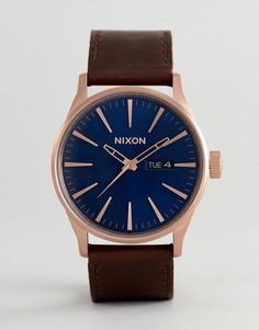 Часы с коричневым кожаным ремешком Nixon A105 Sentry - Коричневый