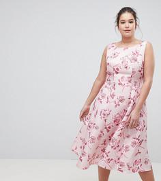 Приталенное платье миди со свободной юбкой и цветочным принтом Chi Chi London Plus - Розовый