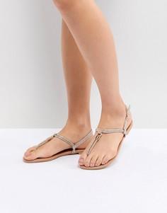 Сандалии из искусственной кожи с перемычкой между пальцами и металлической отделкой New Look - Золотой