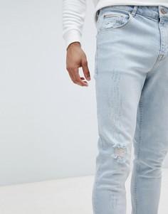 Суженные книзу голубые джинсы с потертой отделкой ASOS - Синий