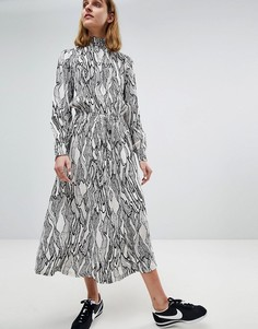 Платье миди с высоким воротником и абстрактным лиственным принтом Moss Copenhagen - Белый
