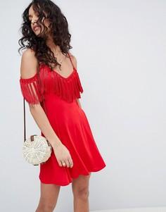 Платье мини с открытыми плечами и кисточками ASOS DESIGN - Красный