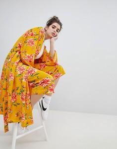 905fab965ff9 Брюки с широкими штанинами и цветочным принтом в винтажном стиле Neon Rose  - Желтый