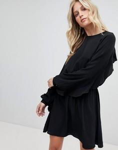 Короткое приталенное платье с открытой спиной и оборкой Ivyrevel - Черный