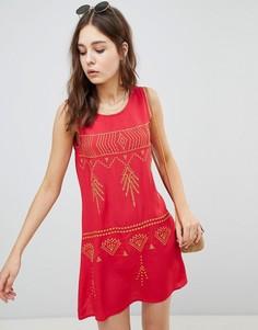 Свободное платье мини без рукавов с контрастной вышивкой Glamorous - Красный
