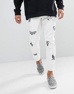 Белые джинсы слим с принтом и нашивками ASOS - Белый