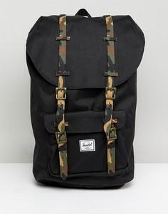 Рюкзак с камуфляжными лямками Herschel Supply Co Little America - 25 л - Черный