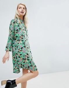 Платье с цветочным принтом Monki - Зеленый