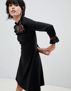 Короткое приталенное платье с вышивкой Pieces - Черный