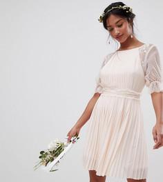 Платье миди с плиссировкой и оборками TFNC Petite - Розовый