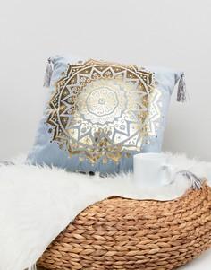 Подушка с мозаичным принтом цвета металлик New Look - Бежевый