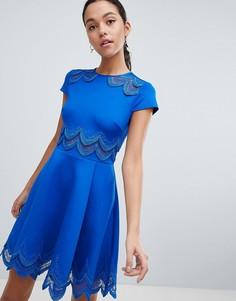 Короткое приталенное платье с вышивкой Ted Baker - Синий