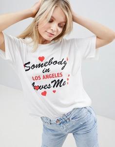 Свободная футболка с надписью somebody loves me ASOS DESIGN - Кремовый
