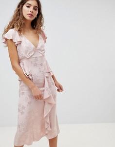 Жаккардовое платье миди с цветочным принтом и оборкой ASOS DESIGN - Розовый