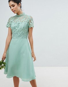 Кружевное платье миди 2 в 1 с высоким воротом Chi Chi London - Зеленый