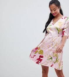 Чайное платье с цветочным принтом и завязкой Vero Moda Petite - Розовый