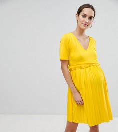 Плиссированное приталенное платье с запахом ASOS DESIGN Maternity - Желтый