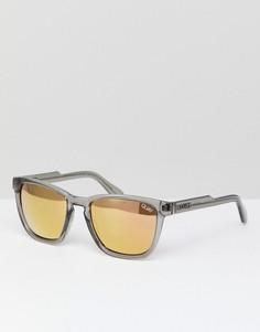 Серые солнцезащитные очки в квадратной оправе Quay Australia - Серый