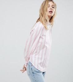 Блузка в розово-белую полоску с высоким воротом Monki - Розовый