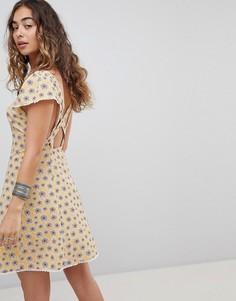 Чайное платье на пуговицах с цветочным принтом Kiss The Sky - Желтый