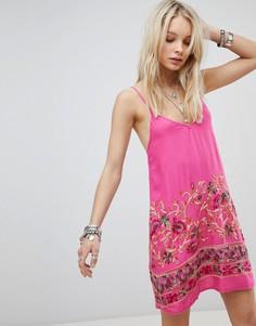 Платье на бретелях с цветочной вышивкой Kiss The Sky - Розовый