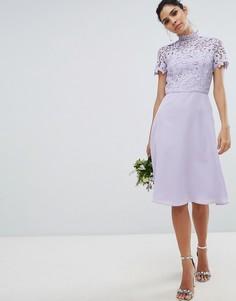 Кружевное платье миди 2 в 1 с высоким воротом Chi Chi London - Серый