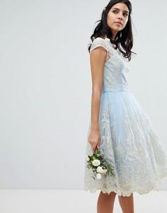 Кружевное платье для выпускного с широкой горловиной Chi Chi London Premium - Синий