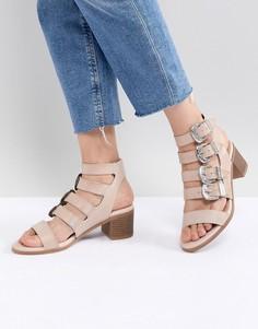Босоножки на каблуке с пряжками Miss Selfridge - Бежевый