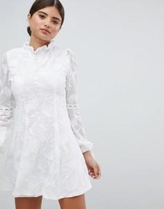Платье с высоким воротом и кружевной отделкой Missguided - Белый