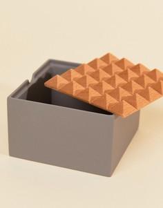 Квадратная шкатулка с пирамидальным дизайном Moxon & Korridor - Мульти