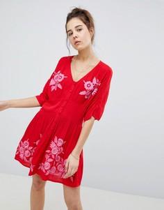 Чайное платье мини с пуговицами и вышивкой ASOS - Красный