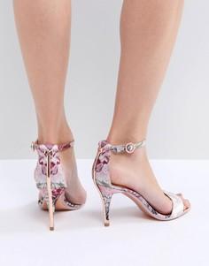 Розовые босоножки на каблуке с шевронным и цветочным принтом Ted Baker Mavbe - Мульти