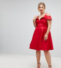 Приталенное платье миди с открытыми плечами Chi Chi London Plus - Красный