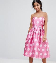 f2ff7c35acb Структурированное платье-бандо миди в горошек Chi Chi London Petite -  Розовый