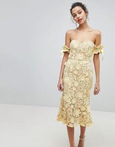 Кружевное платье миди с широким вырезом и завязками на рукавах Jarlo - Желтый