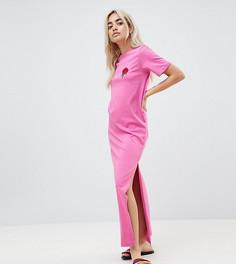 Платье-футболка макси с вышитой розой ASOS DESIGN Petite - Розовый