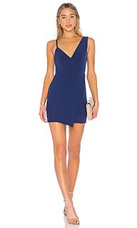 Мини платье с асимметричным подолом adios - NBD