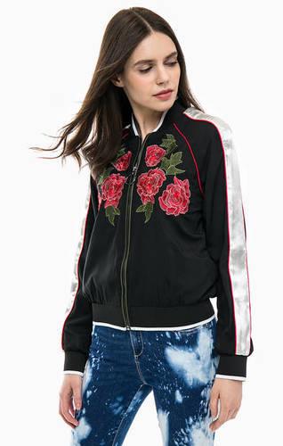 Легкая куртка бомбер с цветочной вышивкой