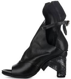 Кожаные босоножки черного цвета на каблуке A.S.98