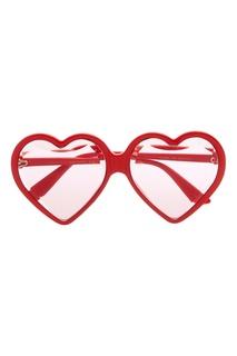 Красные солнцезащитные очки-сердца Gucci