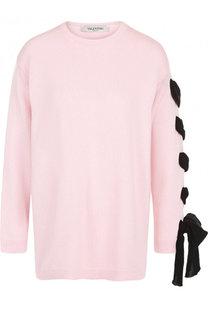Однотонный пуловер свободного кроя с декорированной отделкой на рукаве Valentino