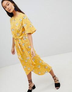 Платье миди с цветочным принтом и завязкой спереди Influence - Желтый