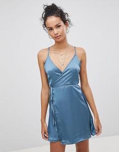 Атласное платье с запахом Glamorous - Синий