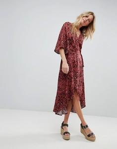 Платье макси с запахом, леопардовым принтом и рукавами клеш Minkpink - Мульти