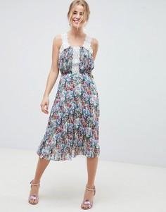 Плиссированное платье миди с ярким цветочным принтом и кружевом ASOS DESIGN - Мульти